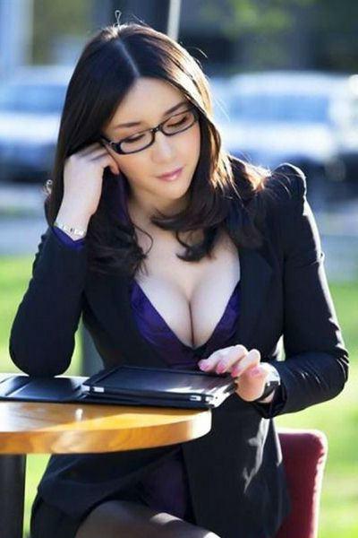Фото секретарши в очках