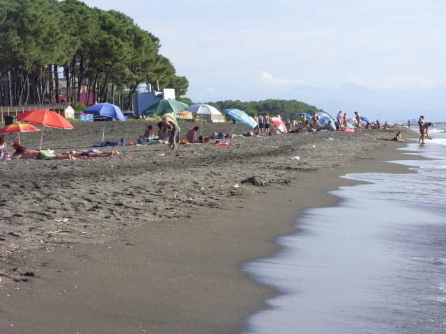 Пляж с магнитным песком — побережье Грузии