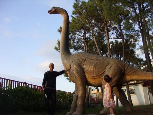 Памятник динозавру, Батумский приморский парк