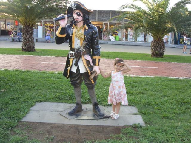 Памятник пирату
