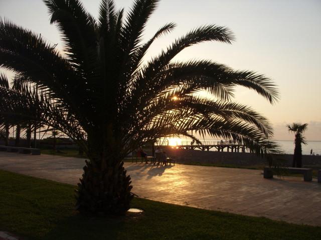 Закат солнца — Побережье приморский парк.