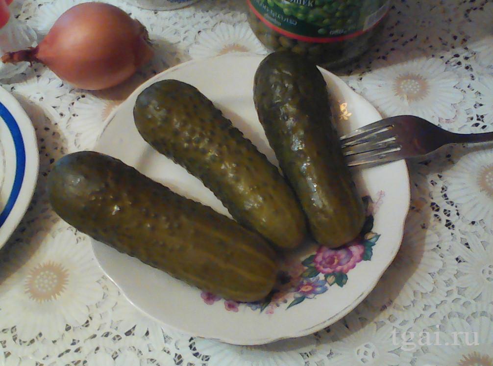 թթու վարունգ, վարունգ ափսեի մեջ, огурцы в тарелке