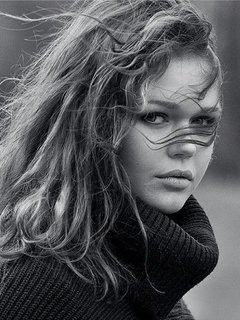 Лицо красивой девушки волосы на лице